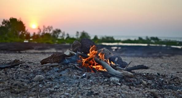 Building-a-campfire