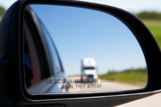 adjust-mirrors-to-minimize-blind-spot-1