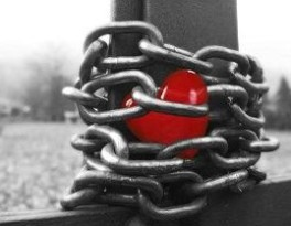 chained-heart2